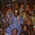 Allada, Der König im Kreis seiner Familie / The King surrounded by his family, Benin, 1989 © Fotograf: Michael Drechsler